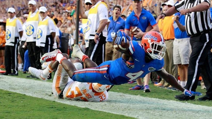 Sep 26, 2015; Gainesville, FL, USA; Florida Gators wide receiver Brandon Powell (4) runs the ball in for a touchdown as Tennessee Volunteers defensive back LaDarrell McNeil (33) attempts to defend during the second half at Ben Hill Griffin Stadium. Florida Gators defeated the Tennessee Volunteers 28-27. Mandatory Credit: Kim Klement-USA TODAY Sports