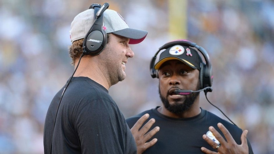 SAN DIEGO, CA - OCTOBER 12: (L-R) Injured quarterback Ben Roethlisberger #7 talks with head coach Mike Tomlin of the Pittsburgh Steelers during a game against the San Diego Chargers at Qualcomm Stadium on October 12, 2015 in San Diego, California. (Photo by Donald Miralle/Getty Images)