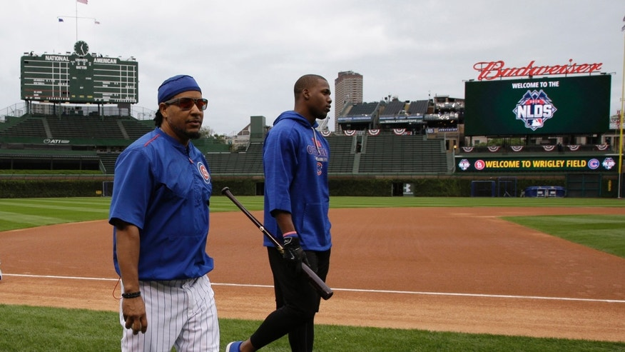 Manny Ramirez walks with Jorge Soler during batting practice on Oct. 13, 2015.