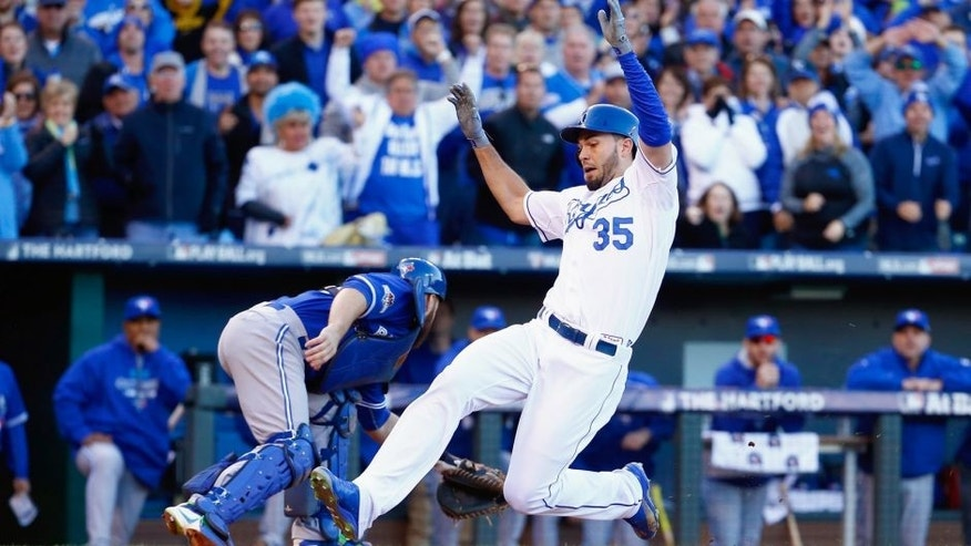 Eric Hosmer #35 of the Kansas City Royals scores a run in the seventh inning against the Toronto Blue Jays in game two of the American League Championship Series at Kauffman Stadium on October 17, 2015 in Kansas City, Missouri. (Photo by Jamie Squire/Getty Images)