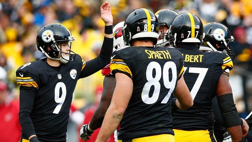 PITTSBURGH, PA - OCTOBER 18: Chris Boswell #9 of the Pittsburgh Steelers is congratulated by teammates after kicking a field goal in the second half against the Arizona Cardinals during the game at Heinz Field on October 18, 2015 in Pittsburgh, Pennsylvania. (Photo by Jared Wickerham/Getty Images)