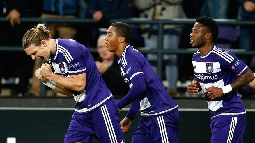 BRUSSELS, BELGIUM - OCTOBER 22: Guillaume Gillet (L) of Anderlecht celebrates after scoring a goal to level the scores at 1-1 during the UEFA Europa League Group J match between RSC Anderlecht and Tottenham Hotspur FC at the Constant Vanden Stock Stadium on October 22, 2015 in Brussels, Belgium. (Photo by Dean Mouhtaropoulos/Getty Images)