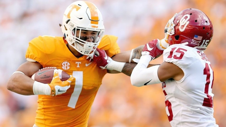 KNOXVILLE, TN - SEPTEMBER 12: Jalen Hurd #1 of the Tennessee Volunteers runs with the ball while defended by Zack Sanchez #25 of the Oklahoma Sooners during the game at Neyland Stadium on September 12, 2015 in Knoxville, Tennessee. (Photo by Andy Lyons/Getty Images)
