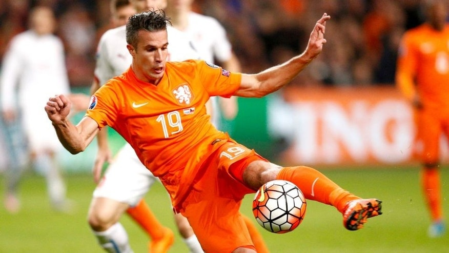 AMSTERDAM, NETHERLANDS - OCTOBER 13: Robin van Persie of the Netherlands misses a chance during the UEFA EURO 2016 qualifying Group A match between the Netherlands and the Czech Republic at Amsterdam Arena on October 13, 2015 in Amsterdam, Netherlands. (Photo by Dean Mouhtaropoulos/Getty Images)