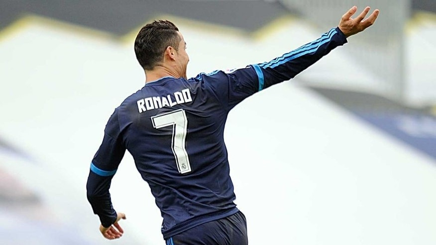 VIGO, SPAIN - OCTOBER 24: Cristiano Ronaldo of Real Madrid celebrates after scoring his team's opening goal during the La Liga match between Celta Vigo and Real Madrid at Estadio Balaidos on October 24, 2015 in Vigo, Spain. (Photo by Denis Doyle/Getty Images)