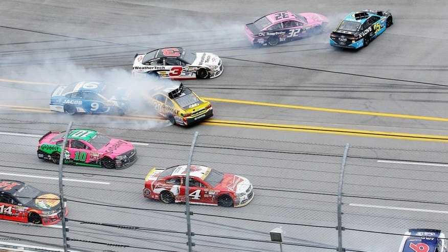 TALLADEGA, AL - OCTOBER 25: Cars wreck on the final restart during the NASCAR Sprint Cup Series CampingWorld.com 500 at Talladega Superspeedway on October 25, 2015 in Talladega, Alabama. (Photo by Brian Lawdermilk/Getty Images)