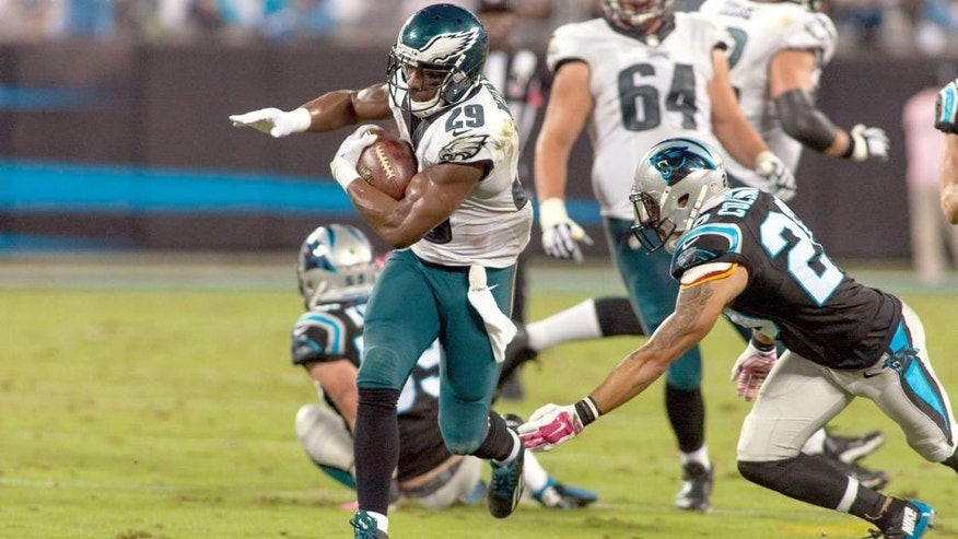 Oct 25, 2015; Charlotte, NC, USA; Philadelphia Eagles running back DeMarco Murray (29) runs the ball during the second quarter against the Carolina Panthers at Bank of America Stadium. Mandatory Credit: Jeremy Brevard-USA TODAY Sports