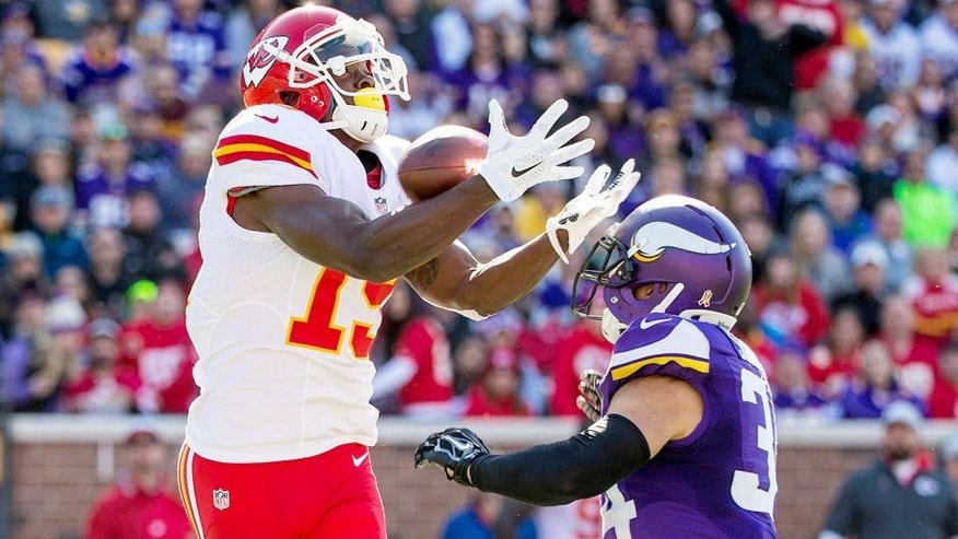 Oct 18, 2015; Minneapolis, MN, USA; Kansas City Chiefs wide receiver Jeremy Maclin (19) catches a pass over Minnesota Vikings safety Andrew Sendejo (34) during the third quarter at TCF Bank Stadium. The Vikings defeated the Chiefs 16-10. Mandatory Credit: Brace Hemmelgarn-USA TODAY Sports