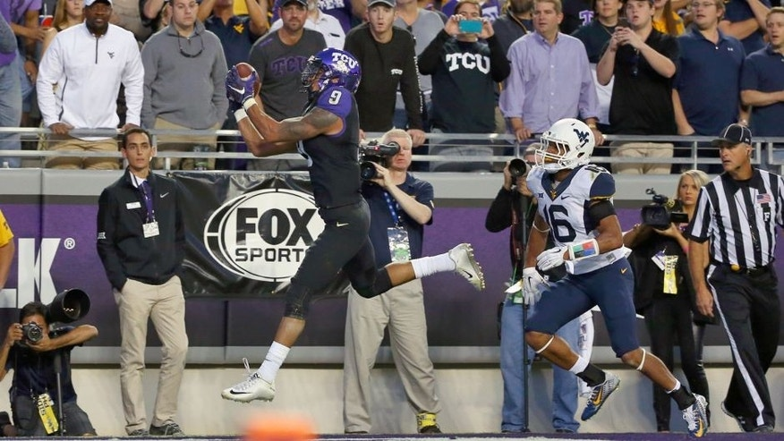 FORT WORTH, TX - OCTOBER 29: Josh Doctson #9 of the TCU Horned Frogs scores a touchdown against Terrell Chestnut #16 of the West Virginia Mountaineers in the first quarter at Amon G. Carter Stadium on October 29, 2015 in Fort Worth, Texas. (Photo by Tom Pennington/Getty Images)