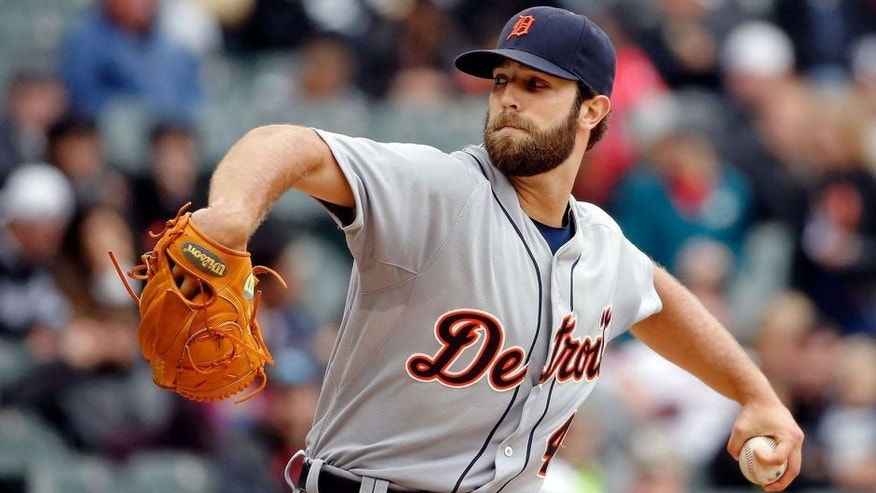 CHICAGO, IL - OCTOBER 04: Daniel Norris #44 of the Detroit Tigers pitches against the Chicago White Sox during the first inning at U.S. Cellular Field on October 4, 2015 in Chicago, Illinois. (Photo by Jon Durr/Getty Images)