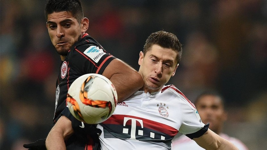 FRANKFURT AM MAIN, GERMANY - OCTOBER 30: Robert Lewandowski (R) of Muenchen and Carlos Zambrano (L) of Frankfurt compete for the ball during the Bundesliga match between Eintracht Frankfurt and FC Bayern Muenchen at Commerzbank-Arena on October 30, 2015 in Frankfurt am Main, Germany. (Photo by Matthias Hangst/Bongarts/Getty Images)