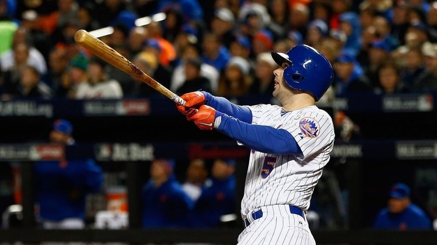 NEW YORK, NY - OCTOBER 30: David Wright #5 of the New York Mets hits a two run home run in the first inning against the Kansas City Royals during Game Three of the 2015 World Series at Citi Field on October 30, 2015 in the Flushing neighborhood of the Queens borough of New York City. (Photo by Mike Stobe/Getty Images)