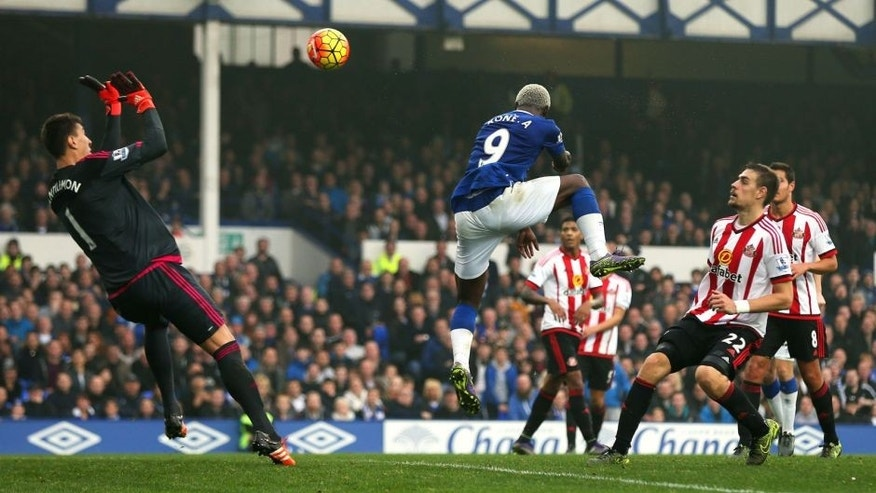 LIVERPOOL, ENGLAND - NOVEMBER 01: Arouna Kone of Everton heads the ball past goalkeeper Costel Pantilimon of Sunderland to score their sixth goal and completes his hat trick during the Barclays Premier League match between Everton and Sunderland at Goodison Park on November 1, 2015 in Liverpool, England. (Photo by Chris Brunskill/Getty Images)