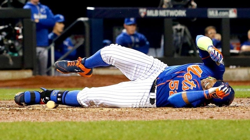 NEW YORK, NY - NOVEMBER 01: Yoenis Cespedes #52 of the New York Mets reacts as he lies on the ground after fouling the ball off of his leg in the sixth inning against the Kansas City Royals during Game Five of the 2015 World Series at Citi Field on November 1, 2015 in the Flushing neighborhood of the Queens borough of New York City. (Photo by Elsa/Getty Images)