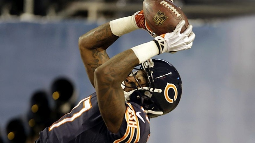 Chicago Bears wide receiver Alshon Jeffery (17) makes a 25-yard touchdown reception during the first half of an NFL football game against the Dallas Cowboys, Monday, Dec. 9, 2013, in Chicago. (AP Photo/Nam Y. Huh)
