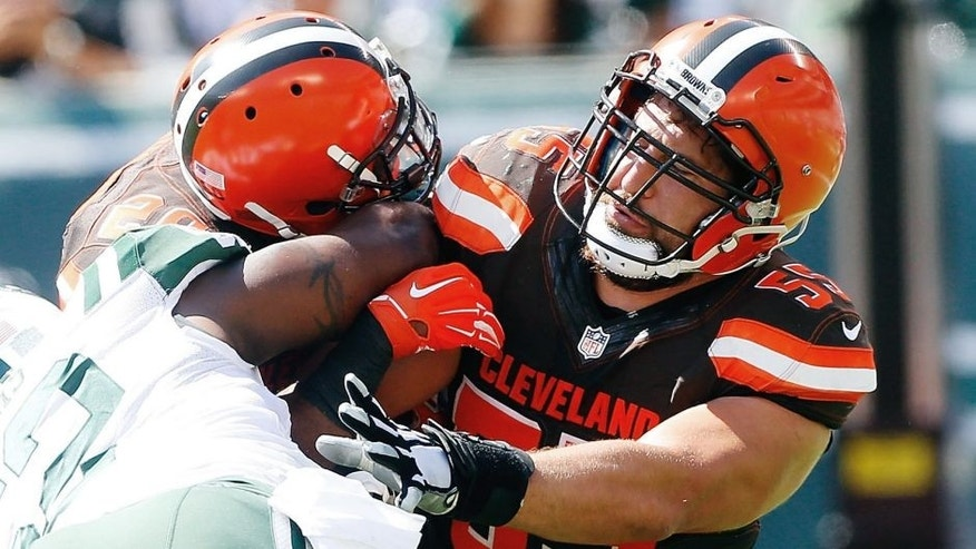 EAST RUTHERFORD, NJ - SEPTEMBER 13: (NEW YORK DAILIES OUT) Alex Mack #55 of the Cleveland Browns in action against the New York Jets on September 13, 2015 at MetLife Stadium in East Rutherford, New Jersey. The Jets defeated the Browns 31-10. (Photo by Jim McIsaac/Getty Images)