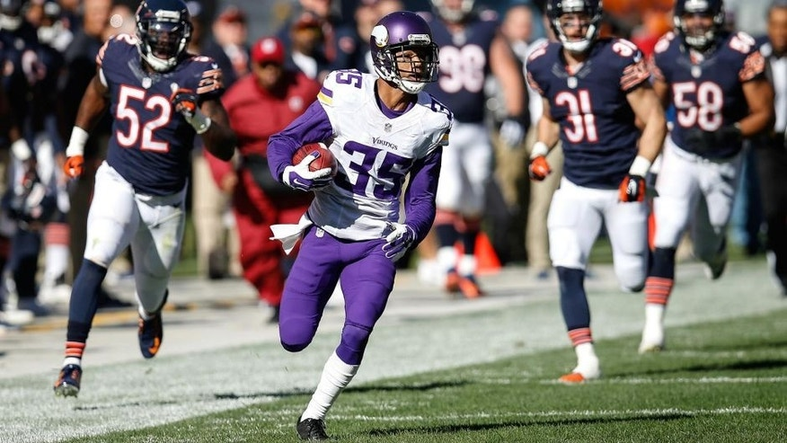 CHICAGO, IL - NOVEMBER 01: Marcus Sherels #35 of the Minnesota Vikings runs the football toward the endzone for a 65 yard punt return against the Chicago Bears in the first quarter at Soldier Field on November 1, 2015 in Chicago, Illinois. (Photo by Joe Robbins/Getty Images)