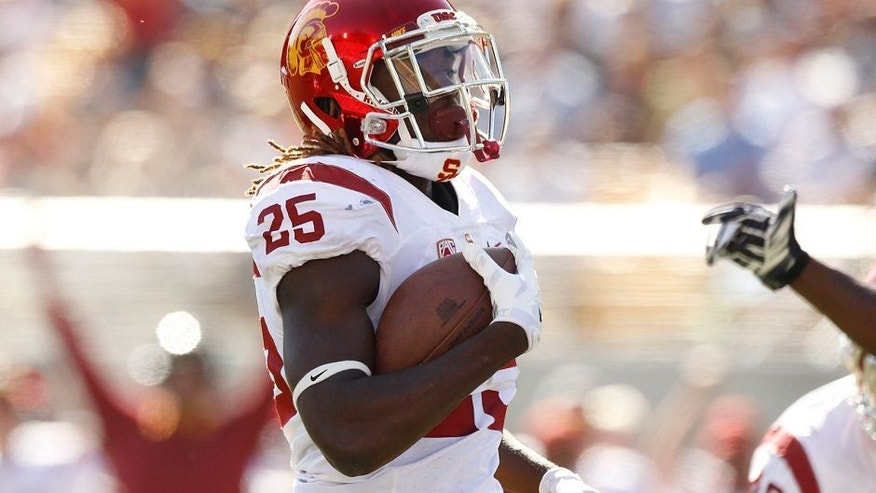 Oct 31, 2015; Berkeley, CA, USA; Southern California Trojans running back Ronald Jones II (25) runs for a touchdown against the California Golden Bears in the second quarter at Memorial Stadium. Mandatory Credit: Cary Edmondson-USA TODAY Sports