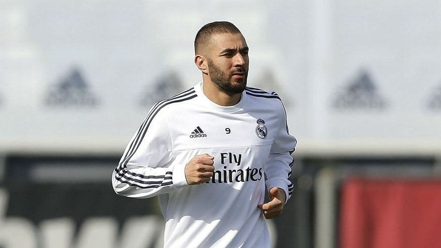 MADRID, SPAIN - OCTOBER 16: Karim Benzema of Real Madrid warms up during a training session at Valdebebas training ground on October 16, 2015 in Madrid, Spain. (Photo by Angel Martinez/Real Madrid via Getty Images)