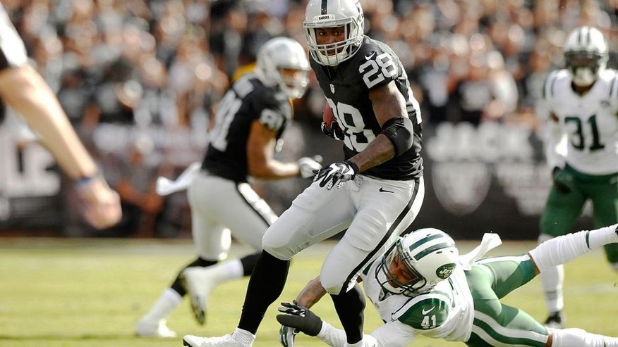 Nov 1, 2015; Oakland, CA, USA; Oakland Raiders running back Latavius Murray (28) runs the ball against the New York Jets in the first quarter at O.co Coliseum. Mandatory Credit: Cary Edmondson-USA TODAY Sports