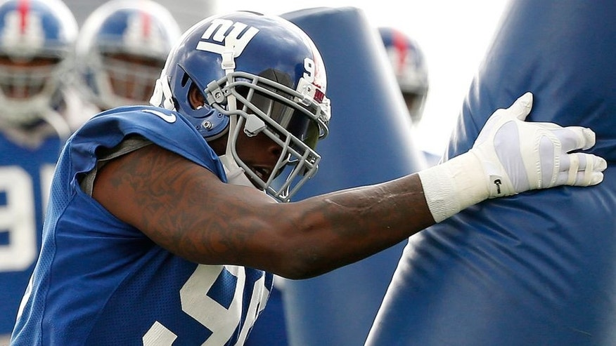 New York Giants defensive end Jason Pierre-Paul works out during NFL football practice, Thursday, Oct. 29, 2015, in East Rutherford, N.J. The two-time Pro Bowl defensive end is back more than three months after losing a finger in a July 4 fireworks accident. His right index finger was amputated, his thumb was injured and his hand sustained burns in the accident. (AP Photo/Julio Cortez)
