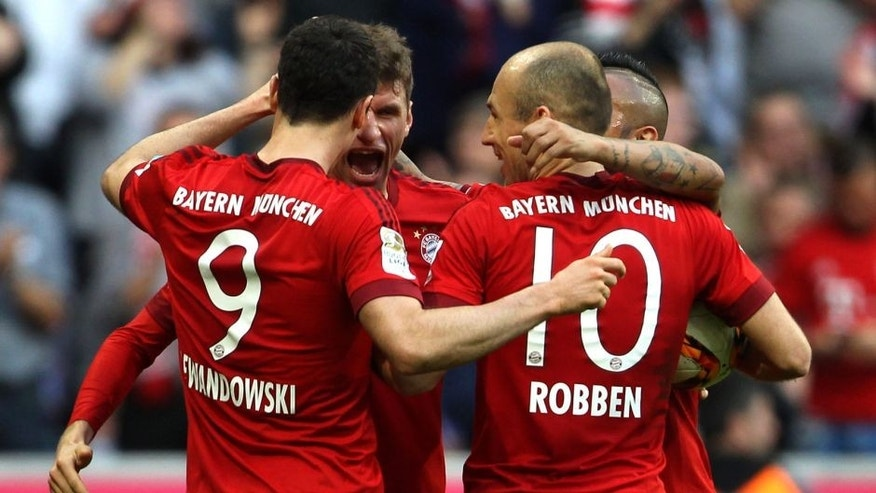 MUNICH, GERMANY - NOVEMBER 07: Robert Lewandowski, Thomas Mueller, Arjen Robben and Arturo Vidal (L-R) of Bayern Muenchen celebrate Mueller's first goal during the Bundesliga match between FC Bayern Muenchen and VfB Stuttgart at Allianz Arena on November 7, 2015 in Munich, Germany. (Photo by A. Beier/Getty Images for FC Bayern)