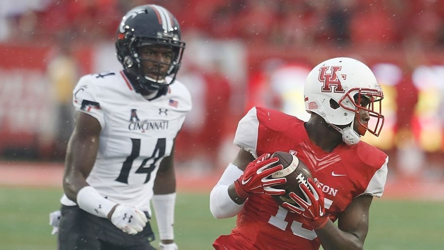 Nov 7, 2015; Houston, TX, USA; Houston Cougars wide receiver Linell Bonner (15) runs after the catch against the Cincinnati Bearcats cornerback Jj Pinckney (14) in the second quarter at TDECU Stadium. Mandatory Credit: Thomas B. Shea-USA TODAY Sports