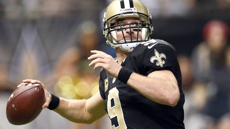NEW ORLEANS, LA - NOVEMBER 08: Drew Brees #9 of the New Orleans Saints drops back to pass during a game against the Tennessee Titans at the Mercedes-Benz Superdome on November 8, 2015 in New Orleans, Louisiana. (Photo by Stacy Revere/Getty Images)