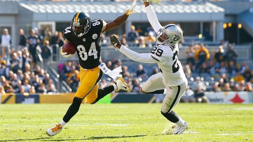 PITTSBURGH, PA - NOVEMBER 08: Antonio Brown #84 of the Pittsburgh Steelers sheds David Amerson #29 of the Oakland Raiders in the first half of the game at Heinz Field on November 8, 2015 in Pittsburgh, Pennsylvania. (Photo by Jared Wickerham/Getty Images)