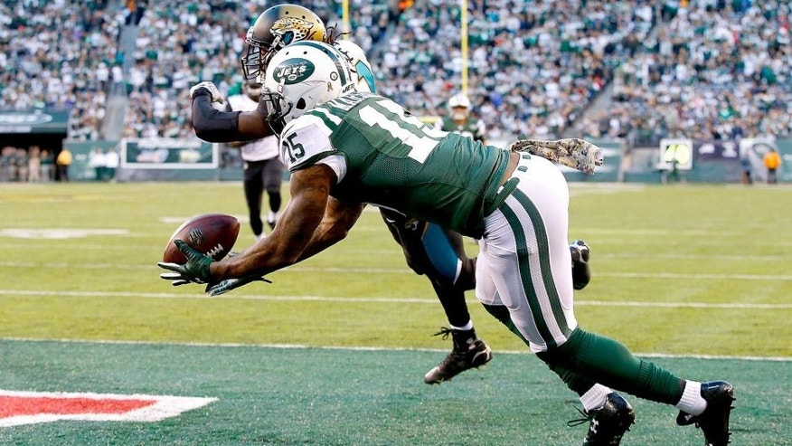 EAST RUTHERFORD, NJ - NOVEMBER 08: Brandon Marshall #15 of the New York Jets catches a touchdown pass during the fourth quarter under pressure from Davon House #31 of the Jacksonville Jaguars at MetLife Stadium on November 8, 2015 in East Rutherford, New Jersey. (Photo by Al Bello/Getty Images)