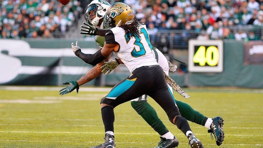 EAST RUTHERFORD, NJ - NOVEMBER 08: Brandon Marshall #15 of the New York Jets catches a ball under pressure from Davon House #31 of the Jacksonville Jaguars during the third quarter at MetLife Stadium on November 8, 2015 in East Rutherford, New Jersey. (Photo by Alex Goodlett/Getty Images)