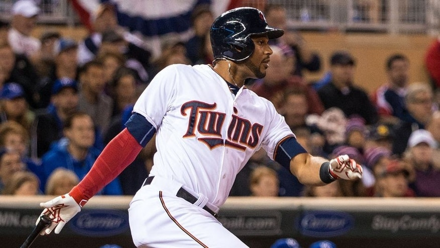 MINNEAPOLIS, MN- OCTOBER 02: Aaron Hicks #32 of the Minnesota Twins bats against the Kansas City Royals on October 2, 2015 at Target Field in Minneapolis, Minnesota. The Royals defeated the Twins 3-1. (Photo by Brace Hemmelgarn/Minnesota Twins/Getty Images)