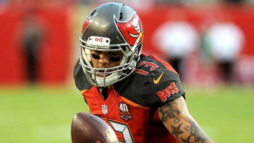 TAMPA, FL - NOVEMBER 8: Wide receiver Mike Evans #13 of the Tampa Bay Buccaneers drops a pass in the second quarter against the New York Giants at Raymond James Stadium on November 8, 2015 in Tampa, Florida. (Photo by Cliff McBride/Getty Images)