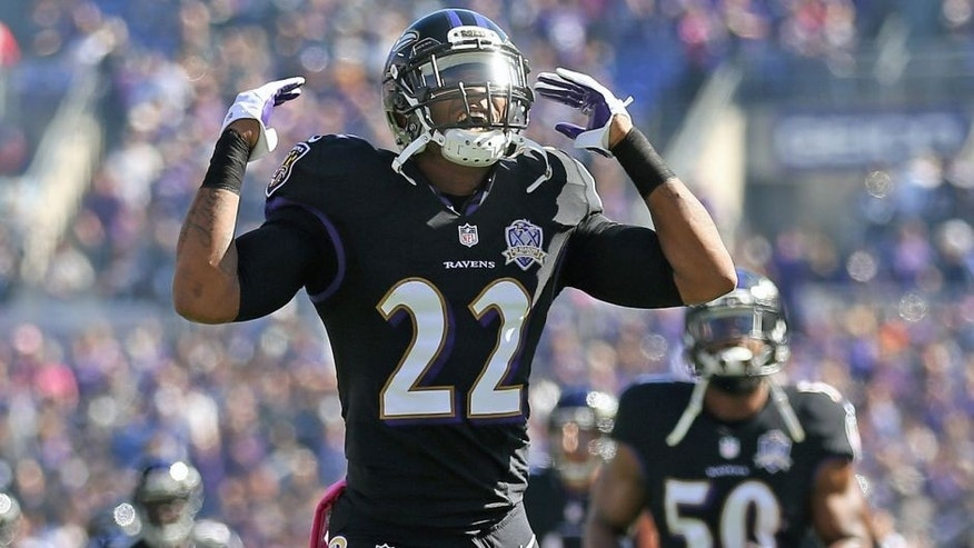 BALTIMORE, MD - OCTOBER 11: Cornerback Jimmy Smith #22 of the Baltimore Ravens runs onto the field before the start of a game against the Cleveland Browns at M&T Bank Stadium on October 11, 2015 in Baltimore, Maryland. (Photo by Patrick Smith/Getty Images)