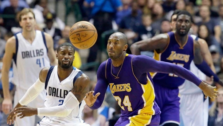 Los Angeles Lakers forward Kobe Bryant (24) chases the ball in front of Dallas Mavericks guard Raymond Felton (2) during the second half of an NBA basketball game Friday, Nov. 13, 2015, in Dallas. The Mavericks won 90-82. (AP Photo/LM Otero)