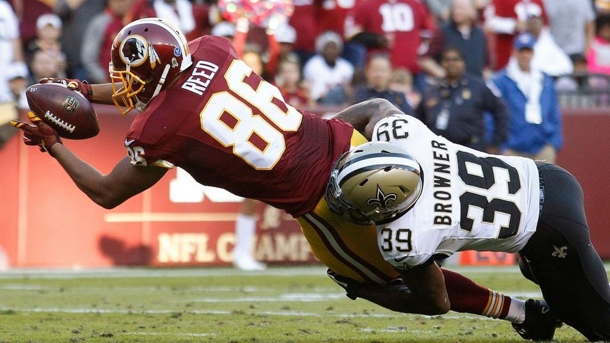 LANDOVER, MD - NOVEMBER 15: Tight end Jordan Reed #86 of the Washington Redskins scores a third quarter touchdown past cornerback Brandon Browner #39 of the New Orleans Saints during a gam at FedExField on November 15, 2015 in Landover, Maryland. (Photo by Matt Hazlett/Getty Images)