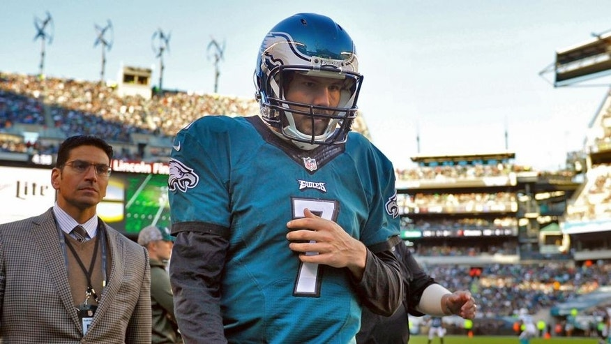 PHILADELPHIA, PA - NOVEMBER 15: Quarterback Sam Bradford #7 of the Philadelphia Eagles leaves the field due to an injury in the third quarter against the Miami Dolphins at Lincoln Financial Field on November 15, 2015 in Philadelphia, Pennsylvania. (Photo by Alex Goodlett/Getty Images)
