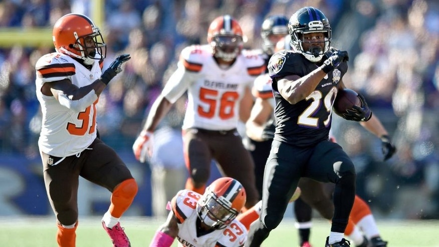Baltimore Ravens running back Justin Forsett, right, outruns Cleveland Browns defenders in the second half of an NFL football game, Sunday, Oct. 11, 2015, in Baltimore. (AP Photo/Gail Burton)
