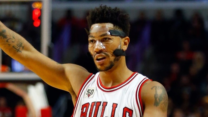 <p>Chicago Bulls guard Derrick Rose (1) yells out a play during the second half of an NBA basketball game against the Cleveland Cavaliers, Tuesday, Oct. 27, 2015, in Chicago. The Bulls won the game 97-95. (AP Photo/Jeff Haynes)</p>