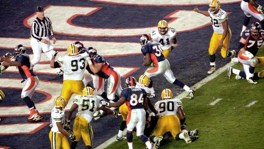 Broncos Terrell Davis #30 scoreing the game winner in Super Bowl XXXII at Qualcomm Stadium in San Diego,Ca. The Denver Broncos defeated the Green Bay Packers 31-24 on 1/25/1998. (Photo by Kevin Reece/Getty Images)