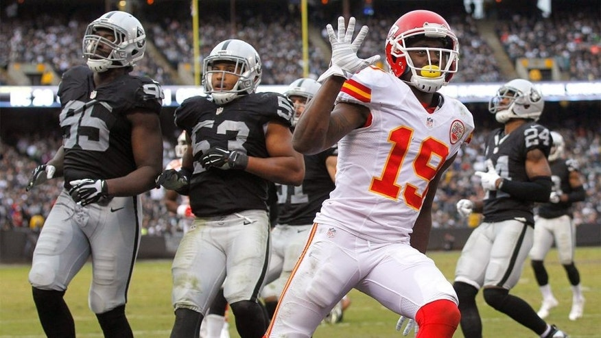 Dec 6, 2015; Oakland, CA, USA; Kansas City Chiefs wide receiver Jeremy Maclin (19) reacts after catching a touchdown pass against the Oakland Raiders in the fourth quarter at O.co Coliseum. The Chiefs defeated the Raiders 34-20. Mandatory Credit: Cary Edmondson-USA TODAY Sports
