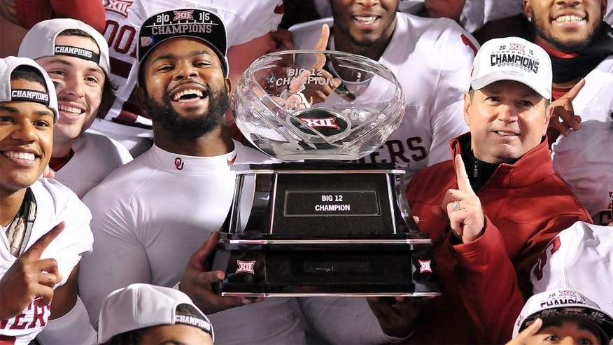 STILLWATER, OK - NOVEMBER 28: Quarterback Baker Mayfield #6 linebacker Eric Striker #19 and head coach Bob Stoops of the Oklahoma Sooners pose with the Big XII Championship trophy after defeating the Oklahoma State Cowboys on November 28, 2015 at Boone Pickens Stadium in Stillwater, Oklahoma. (Photo by Jackson Laizure/Getty Images)