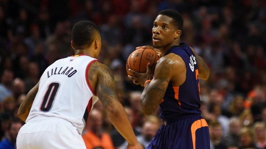 Oct 31, 2015; Portland, OR, USA; Phoenix Suns guard Eric Bledsoe (2), right, looks for an open teammate while being defended by Portland Trail Blazers guard Damian Lillard (0) during the fourth quarter of the game at Moda Center at the Rose Quarter. The Suns won 101-90. Mandatory Credit: Godofredo Vasquez-USA TODAY Sports