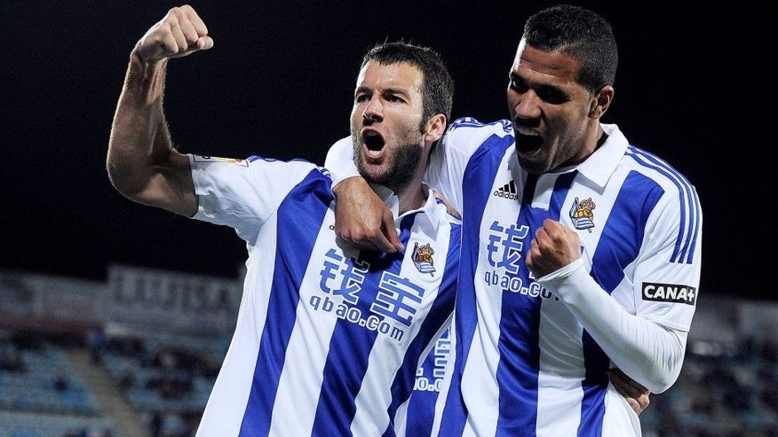 GETAFE, SPAIN - DECEMBER 11: Imanol Agirretxe of Real Sociedad celebrates with Jonathas after scoring his team's opening goal during the La Liga match between Getafe CF and Real Sociedad de Futbol at Coliseum Alfonso Perez stadium on December 11, 2015 in Getafe, Spain. (Photo by Denis Doyle/Getty Images)