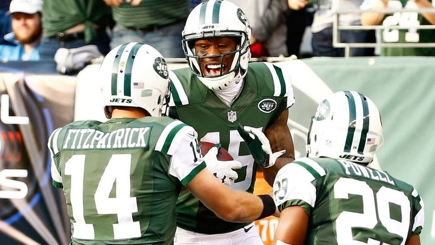 EAST RUTHERFORD, NJ - DECEMBER 13: Brandon Marshall #15 of the New York Jets celebrates with Ryan Fitzpatrick #14 after scoring a touchdown in the second quarter against the Tennessee Titans during their game at MetLife Stadium on December 13, 2015 in East Rutherford, New Jersey. (Photo by Al Bello/Getty Images)