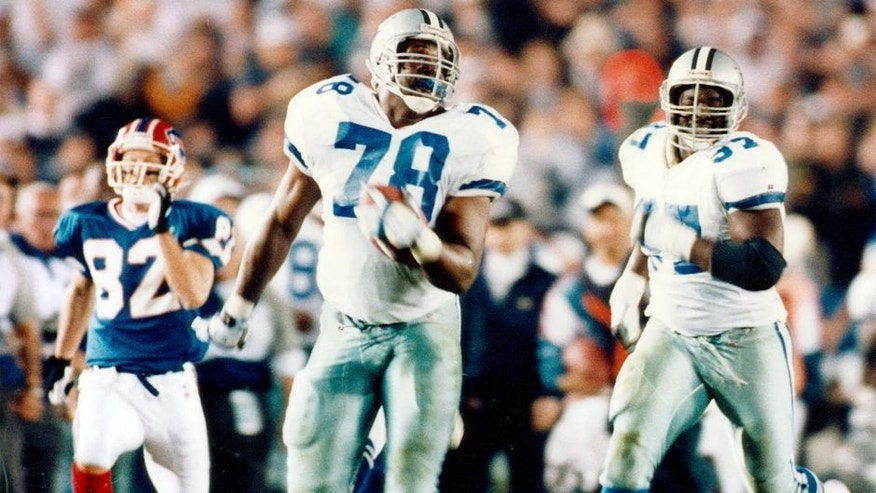 Dallas Cowboys defensive tackle Leon Lett (78) runs back a fumble recovery only to have Buffalo Bills wide receiver Don Beebe (82) strip the ball away at the one-yard line during Super Bowl XXVII, a 52-17 Cowboys victory on January 31, 1993, at the Rose Bowl in Pasadena, California. (Photo by Don Larson/Getty Images)
