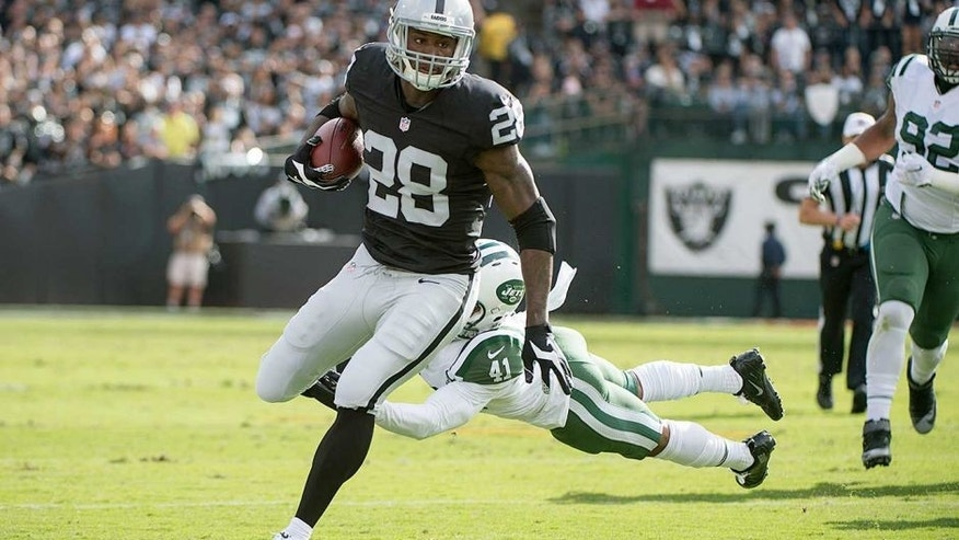 November 1, 2015; Oakland, CA, USA; Oakland Raiders running back Latavius Murray (28) runs with the football against New York Jets defensive back Buster Skrine (41) during the first quarter at O.co Coliseum. Mandatory Credit: Kyle Terada-USA TODAY Sports