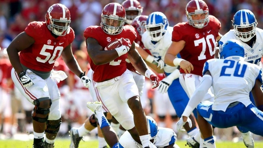 TUSCALOOSA, AL - SEPTEMBER 12: Derrick Henry #2 of the Alabama Crimson Tide rushes against Kevin Byard #20 of the Middle Tennessee Blue Raiders at Bryant-Denny Stadium on September 12, 2015 in Tuscaloosa, Alabama. (Photo by Kevin C. Cox/Getty Images)