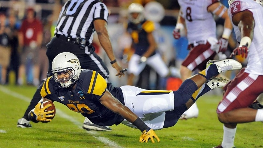 Dec 22, 2015; Boca Raton, FL, USA;Toledo Rockets tight end Michael Roberts (80) is brought down by Temple Owls defenders in the 2015 Boca Raton Bowl at FAU Stadium. Mandatory Credit: Robert Duyos-USA TODAY Sports