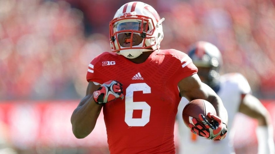 MADISON, WI - OCTOBER 11: Corey Clement #6 of the Wisconsin Badgers runs with the football during the game against the Illinois Fighting Illini at Camp Randall Stadium on October 11, 2014 in Madison, Wisconsin. (Photo by Mike McGinnis/Getty Images)